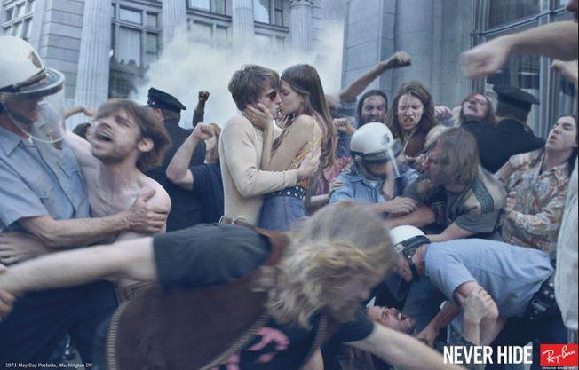 couple_kissing_rayban