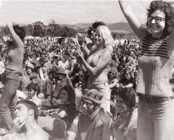 Pictures of Woodstock festival that aren't – HoaxEye
