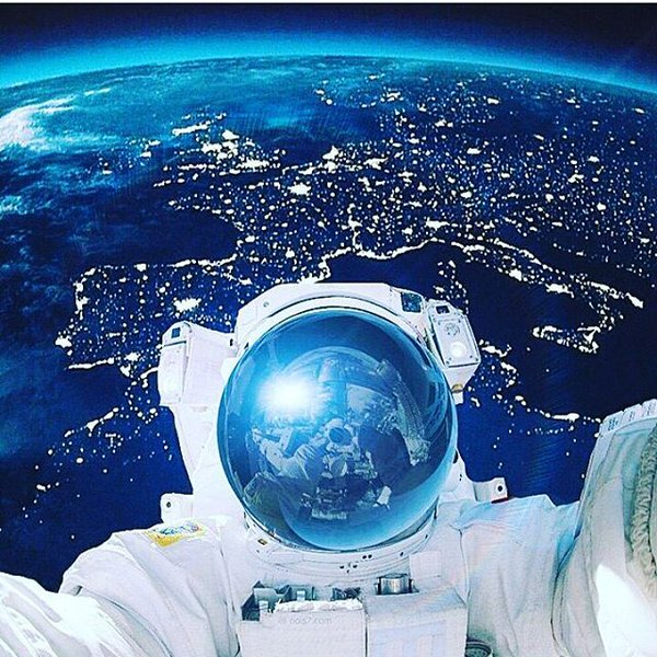 space_selfie_by_nois7